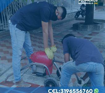 Plomeros-destapando-canerias-en-barranquilla-24-horas